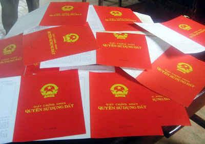 Bộ trưởng Trần Hồng Hà nêu rõ:  Không thể để việc chậm trễ trong cấp giấy chứng nhận ảnh hưởng đến việc thực hiện các quyền theo quy định của pháp luật đối người dân, doanh nghiệp