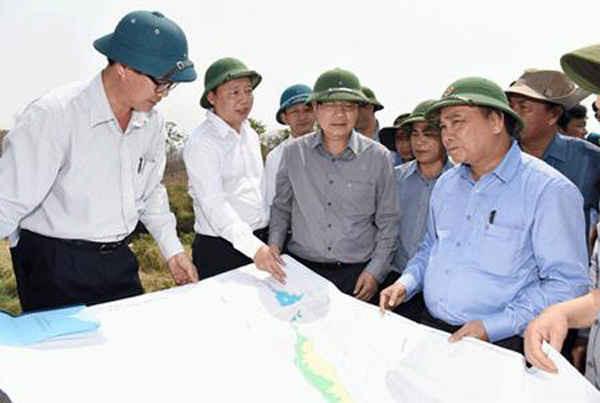 Đồng chí Trần Hồng Hà tham gia khảo sát thực trạng hạn hán ở Tây Nguyên