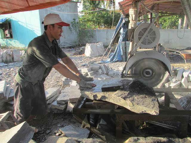 Hầu hết các doanh nghiệp, các cơ sở sản xuất đá còn nhỏ lẻ, mang tính tự phát