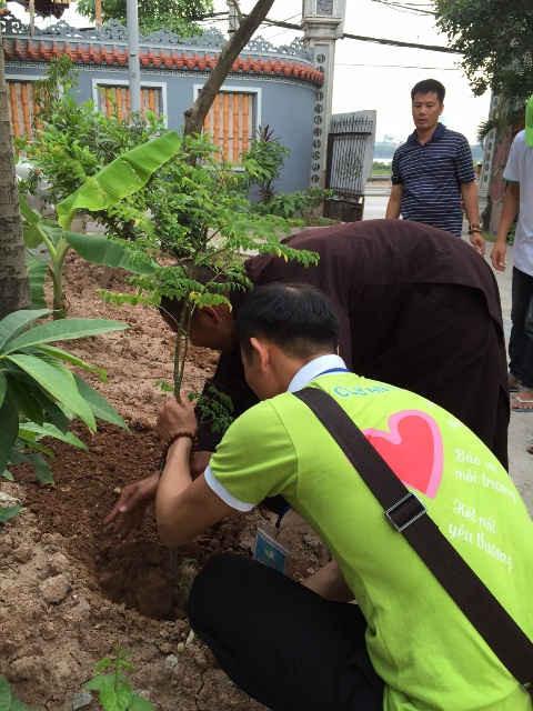 Trồng cây xanh với thông điệp bảo vệ môi trường
