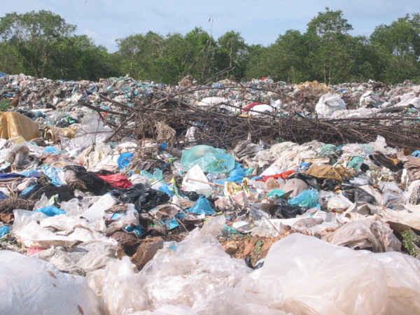 Nhiều bãi rác trên địa bàn nhiều địa phương trong tỉnh đã quá tải