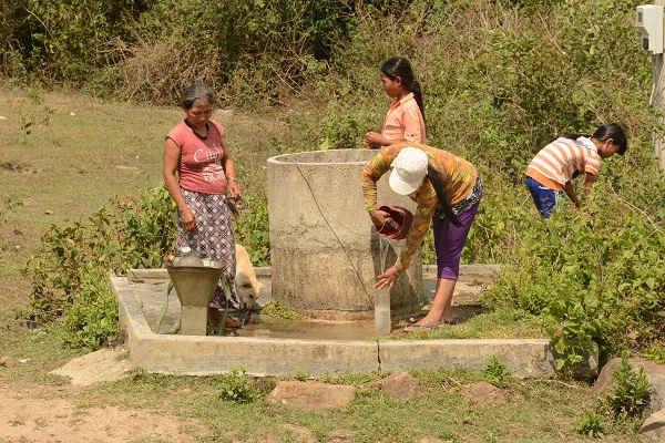 Người dân các huyện miền núi tỉnh Phú Yên phải chắt chiu từng giọt nước trong mùa nắng hạn