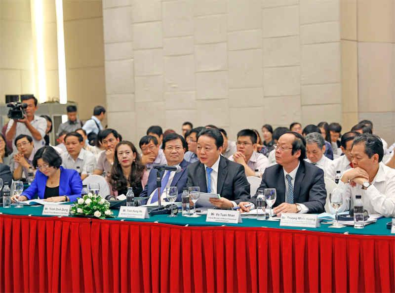 Phó thủ tướng Trịnh Đình Dũng, Bộ trưởng Trần Hồng Hà cùng các vị đại biểu tham dự chương trình đối thoại