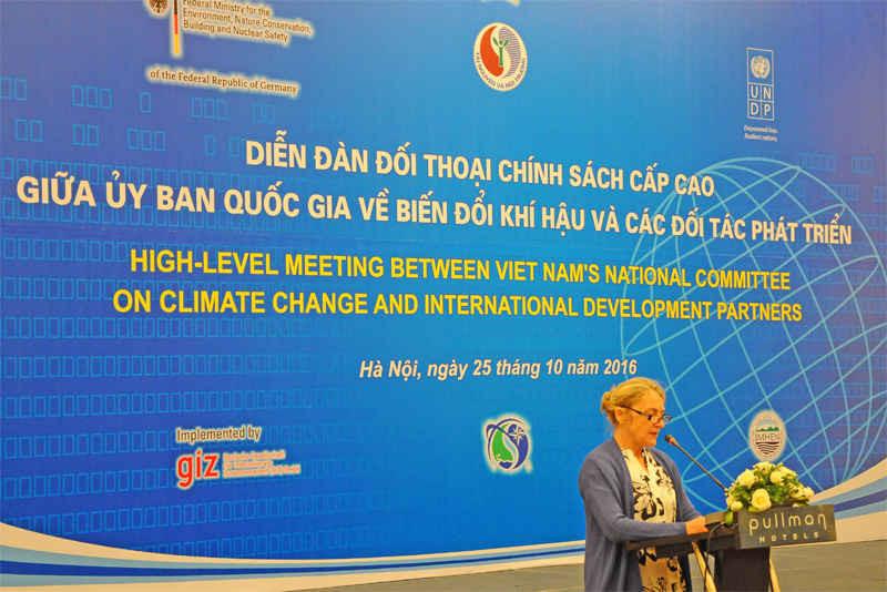 Các đại biểu quốc tế chia sẻ, đóng góp các ý kiến trong cuộc đối thoại