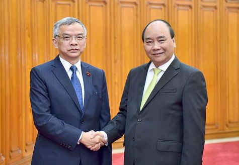 Thủ tướng Nguyễn Xuân Phúc tiếp Bộ trưởng Bộ Tài nguyên và Mội trường CHDCND Lào Sommad Pholsena.