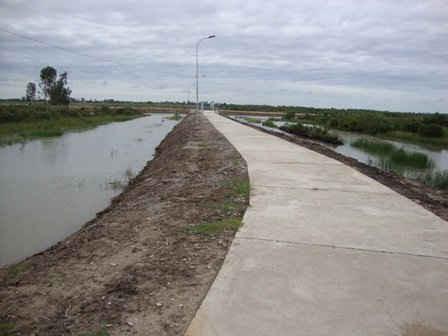 Một tuyến đê bao khép kín thủy lợi nội đồng trong tiểu vùng tứ giác Long Xuyên, thuộc địa bàn tỉnh Kiên Giang.