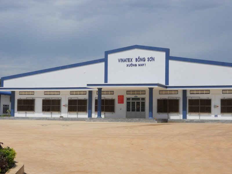 Quá trình hoạt động, nhà máy may của Công ty Vinatex Bồng Sơn gây ảnh hưởng môi trường, khiến người dân bức xúc.