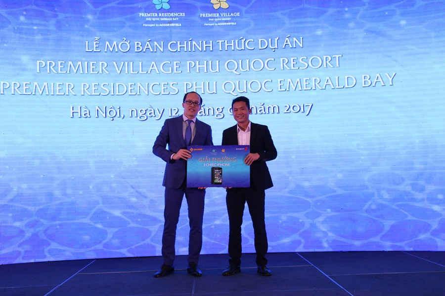 Trao giải nhất cho khách hàng tại Hà Nội