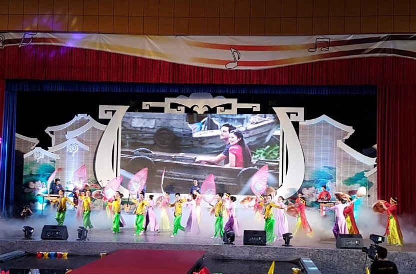 Màn múa những làn điệu dân ca của đoàn Việt Nam