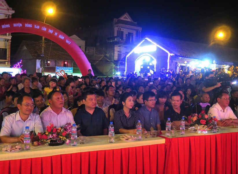 Các đại biểu dự lễ hội khèn Mông.