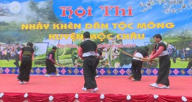 Cuộc thi nhẩy Tha Kềnh (nhảy khèn đơn, nhảy khèn tập thể) dân tộc Mông