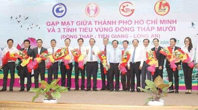Phó Thủ tướng Trương Hòa Bình cùng lãnh đạo các tỉnh vùng Đồng Tháp Mười và TP.HCM