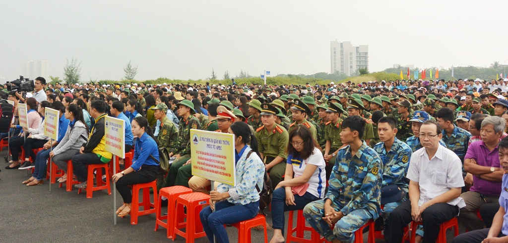 Gần 3000 người dân, cán bộ công chức, các lực lượng vũ trang tham gia lễ phát động