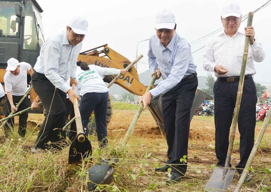 Chủ tịch và các Phó chủ tịch UBND TP. Đà Nẵng cũng tham gia tổng dọn vệ sinh hưởng ứng APEC