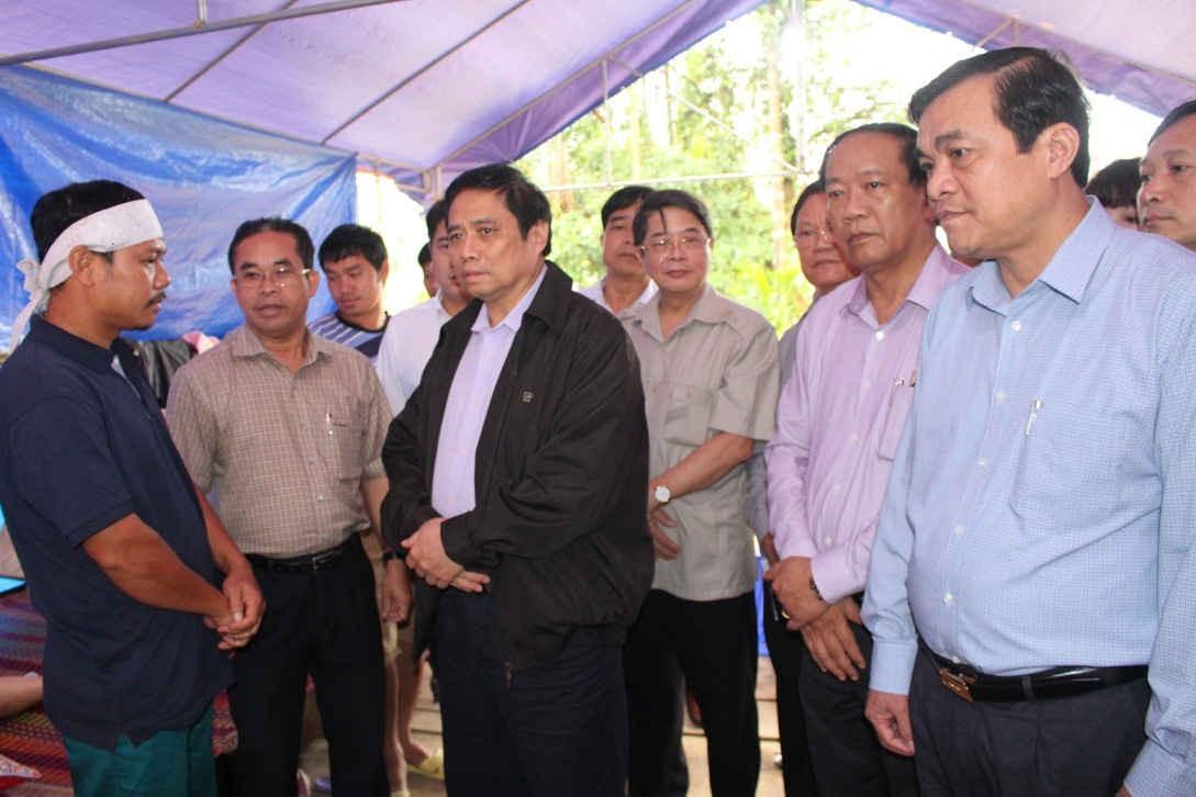 Đồng chí Phạm Minh Chính và đoàn công tác Trung ương đã đến thăm hỏi, động viên gia đình anh Thanh Bình