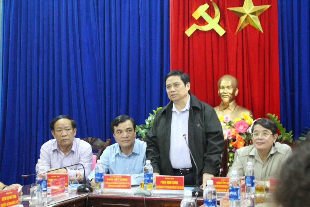 Đồng chí Phạm Minh Chính làm việc với lãnh đạo huyện Bắc Trà My