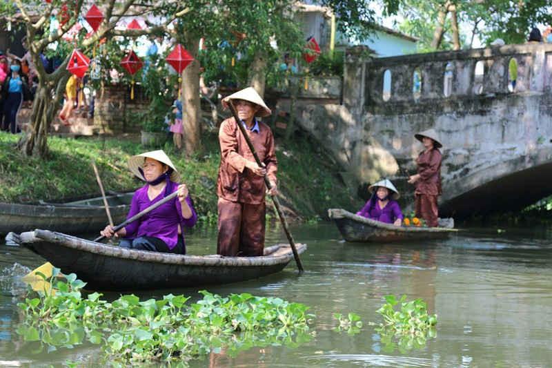 Hoạt cảnh tái hiện buôn bán trên sông nước