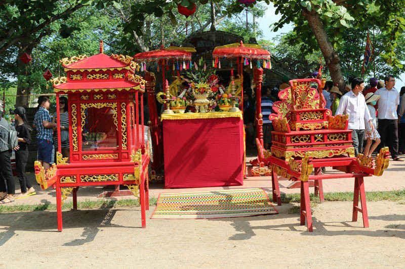 Lễ cung nghi hương linh phu nhân Trần Thị Đạo