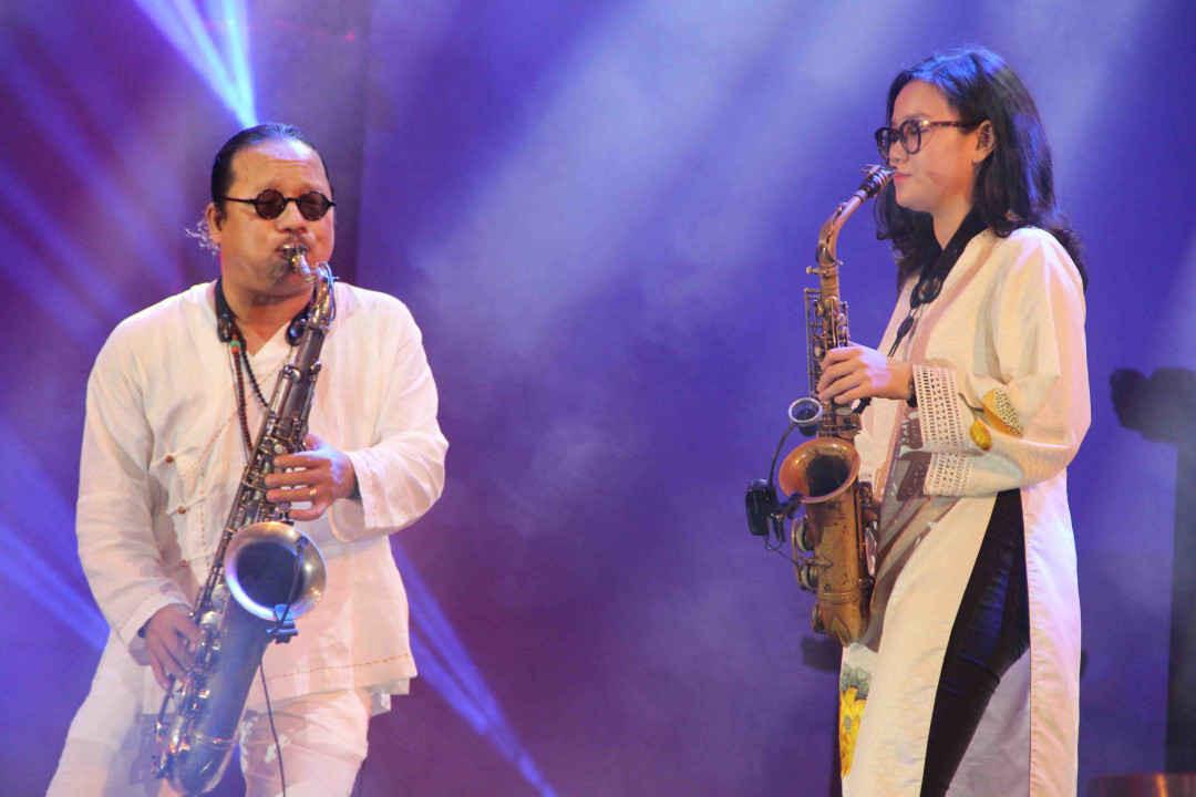 Màn song ca thú vị của hai cha con nghệ sĩ Saxophonists Trần Mạnh Tuấn và An Trần