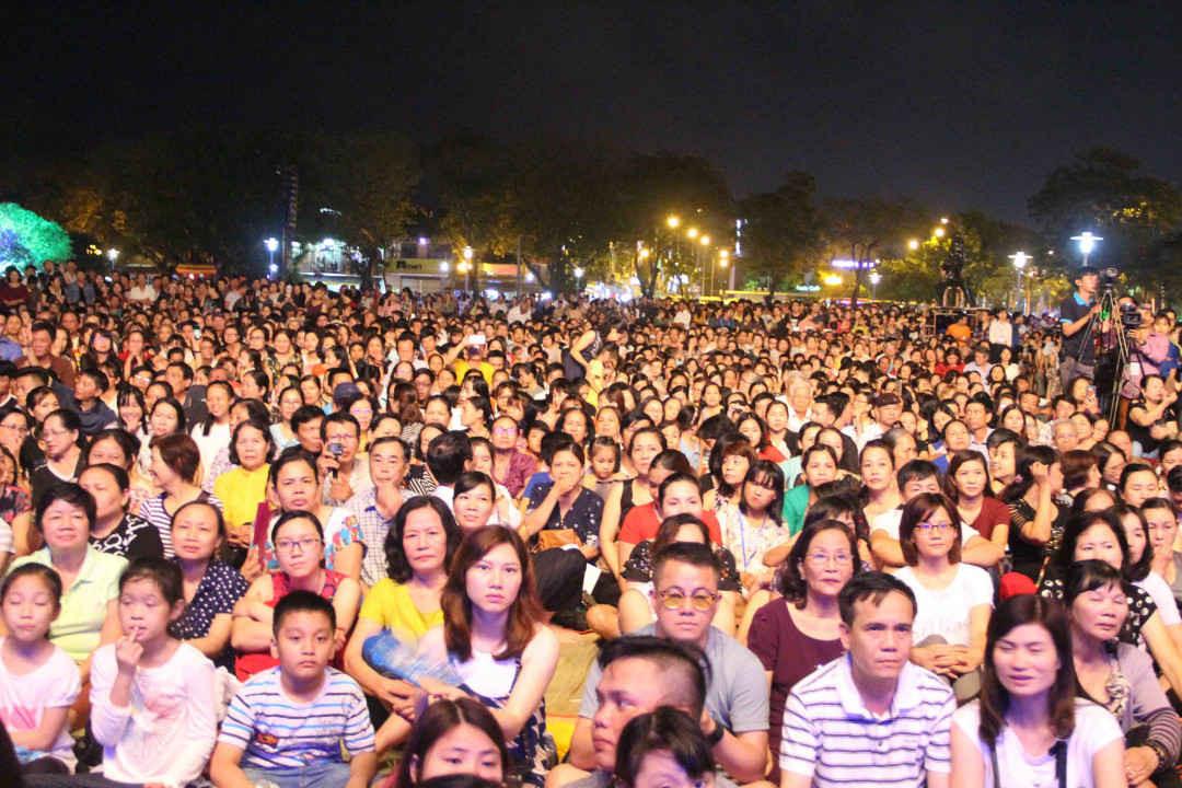 Đêm nhạc đã làm say đắm hàng nghìn người