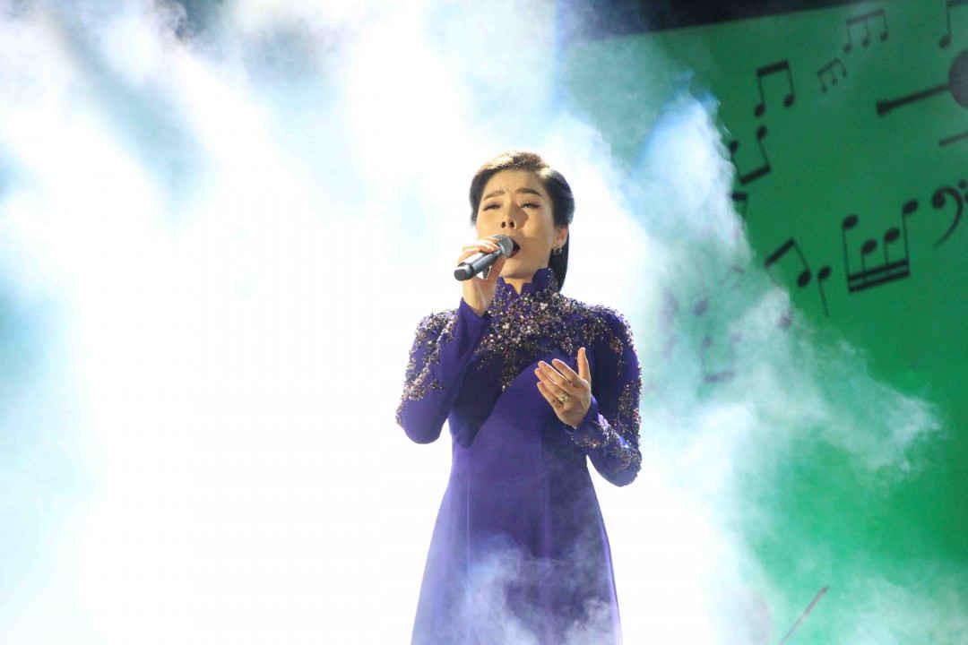 Lần đầu tiên Lệ Quyên hát nhạc Trịnh trên sân khấu