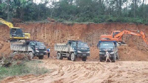 Tình trạng khai thác đất trái phép trên địa bàn huyện Can Lộc diễn ra từ nhiều năm nay dưới vỏ bọc cải tạo vườn đồi