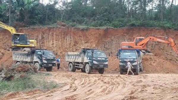 Khai thác đất trái phép trên địa bàn huyện Can Lộc tung hoành trong thời gian dài