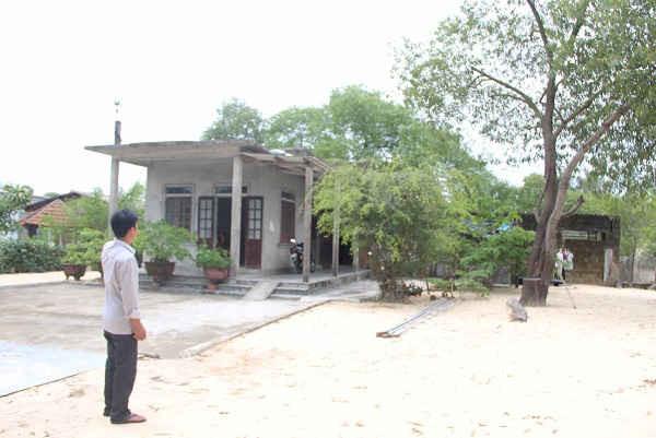 Đất đai, nơi ở của nhà anh Phan Nhật Vinh (ảnh) bị chính quyền bắt làm sổ đỏ mới...