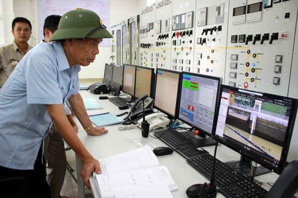 Đoàn công tác kiểm tra an toàn hồ chứa qua hệ thống công nghệ của Nhà máy thủy điện.Đoàn công tác kiểm tra an toàn hồ chứa qua hệ thống công nghệ của Nhà máy thủy điện.