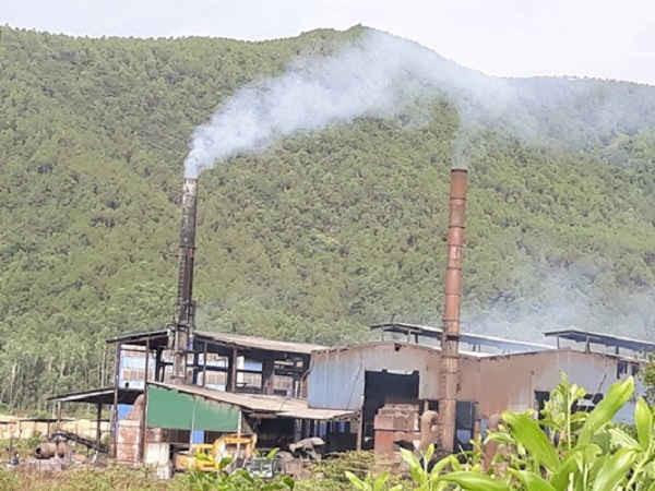 Khói bụi ô nhiễm phát sinh từ quá trình đốt rác của Công ty CP Galax – Chi nhánh Nghệ An trong khuôn viên Khu liên hợp xử lý chất thải rắn Nghi Yên