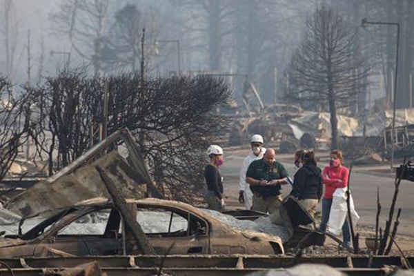 Các nhà nhân chủng học và nhân học pháp y đã khôi phục lại những gì còn sót lại của con người tại một căn nhà bị phá hủy do vụ cháy rừng Camp Fire ở Paradise, California, Mỹ vào ngày 17/11/2018. Ảnh: Terray Sylvester