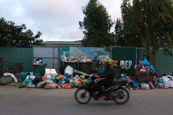 Các huyện, thị xã, thành phố có trách nhiệm tăng cường công tác quản lý các loại rác thải trên địa bàn, chủ động triển khai các biện pháp xử lý rác thải đảm bảo vệ sinh môi trường