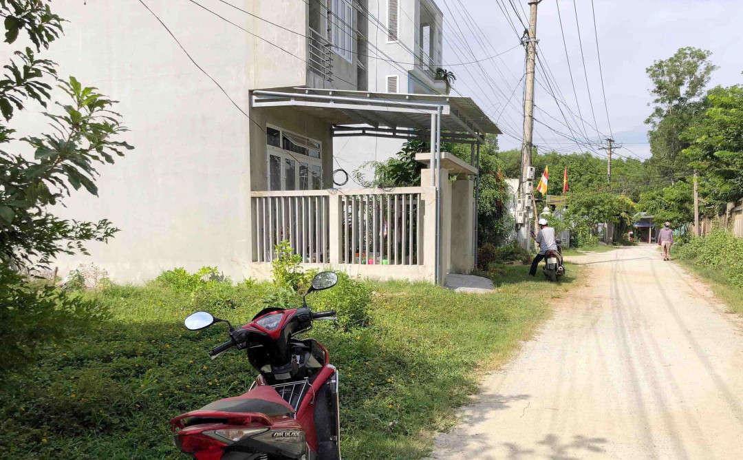 Các hộ dân tại phường An Tây mong muốn cơ quan chức năng sớm giải quyết sự việc để ổn định cuộc sống...