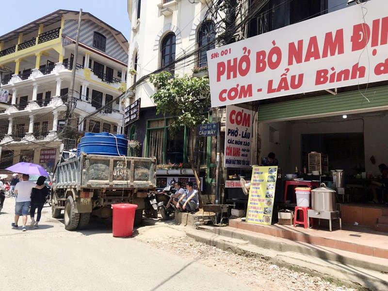 Nhiều nhà hàng khách sạn tại thị trấn Sa Pa lao đao vì thiếu nước sinh hoạt.
