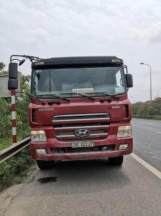 xe ô tô tải mang biển kiểm soát số: 29C – 022.27