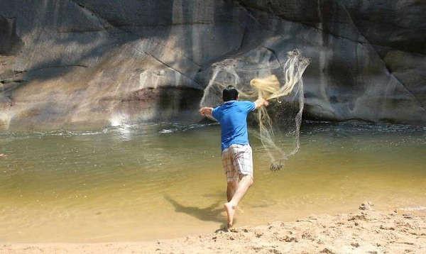 Trải nghiệm chài lưới bắt cá mát