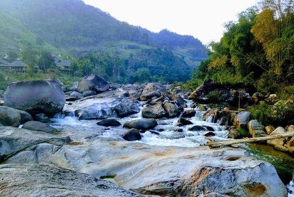 Nét đẹp bãi đá bản Cóng, xã Hạnh Dịch