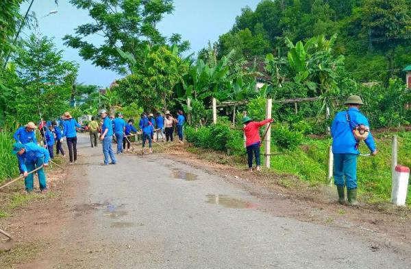 """""""Ngày thứ bảy tình nguyện"""" của thanh niên huyện Huyện Vũ Quang"""