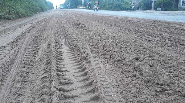 rơi vãi tại khu vực km 11 + 680 hướng từ Hòa Lạc về trung tâm thành phố Hà Nội, thuộc địa bàn quản lý của xã Song Phương, huyện Hoài Đức