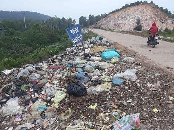 Bãi rác thải tự phát tại xóm Đông, xã Nghi Thiết (Nghi Lộc) gây ô nhiễm nghiêm trọng