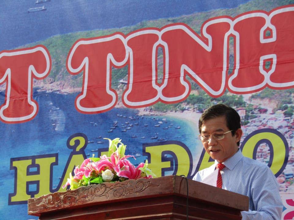 Phát biểu tại Lễ mit tinh, ông Trần Châu - Phó Chủ tịch UBND tỉnh Bình Định kêu gọi toàn dân hưởng ứng Ngày Môi trường thế giới, Ngày Đại dương thế giới