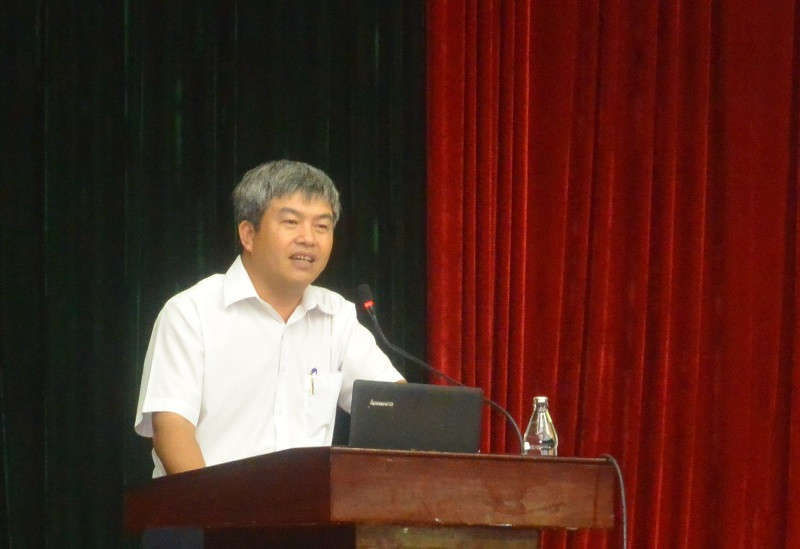 Ông Phạm Hồng Sơn, Cục trưởng Cục Bảo vệ Môi trường miền Trung - Tây Nguyên trình bày tại buổi tập huấn