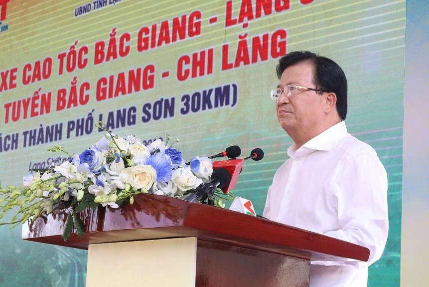 Phó Thủ tướng Trịnh Đình Dũng phát biểu tại Lễ thông xe