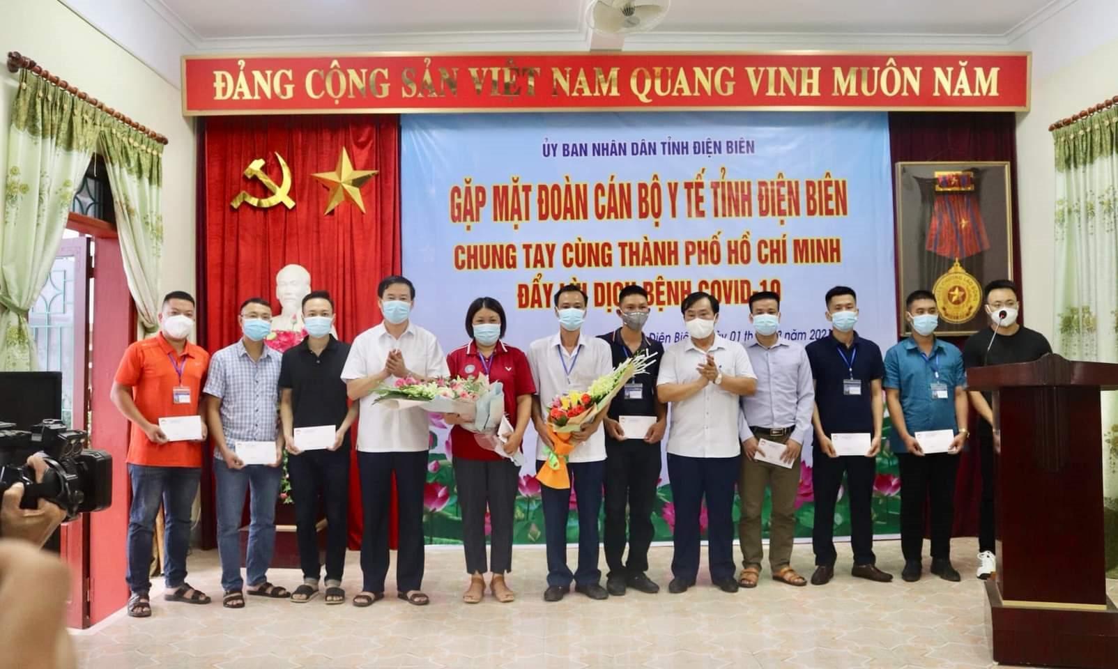 Lãnh đạo tỉnh Điện Biên cùng đoàn cán bộy tế tạibuổi gặp mặt trước khi lên đường hỗ trợ TP. HCM chống dịch Covid -19