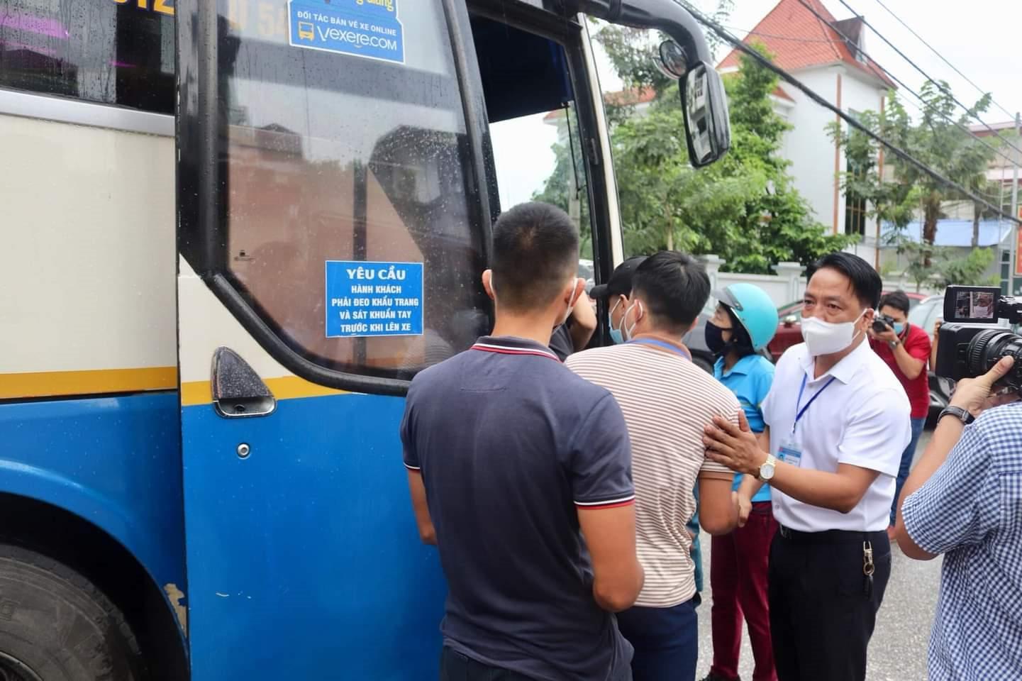 Đội ngũcán bộ ngành y tế Điện Biên lên đường hỗ trợ tuyến đầu chống dịch tại TP.HCM
