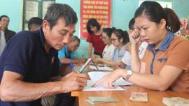 Điện Biên: Chi trả tiền tạm ứng cho người dân góp đất trồng cây cao su