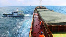 Quảng Nam: Tạm giữ tàu vận chuyển gần 3.000 tấn than trái phép