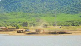 Phù Mỹ (Bình Định): Lợi dụng nạo vét lòng hồ để khai thác đất