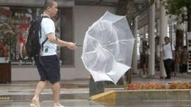 Gần 600.000 người sơ tán khi bão đổ bộ Nhật Bản
