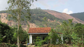 Bình Định: Dân khốn khổ sống chung với nạn ô nhiễm từ mỏ đá và trang trại heo